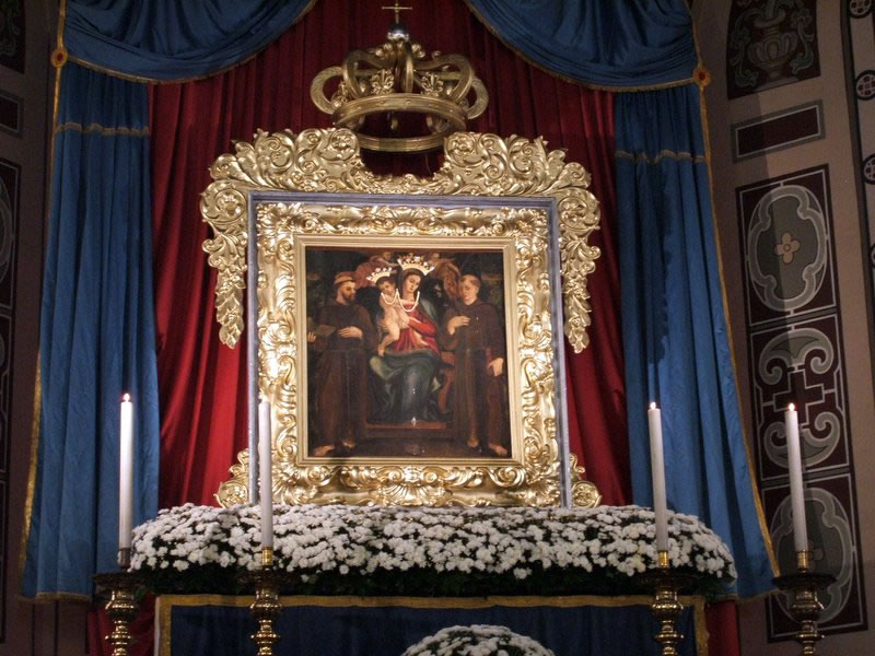 Deposizione quadro sull'altare del duomo